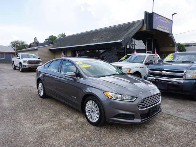 The 2014 Ford Fusion Hybrid SE photos