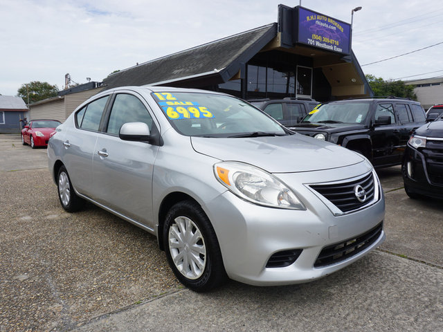 The 2012 Nissan Versa 1.6 S photos